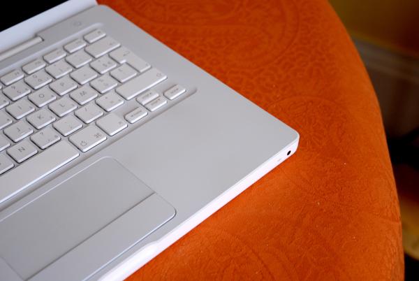 j ai test pour vous nettoyer son macbook blanc avec du dentifrice paperblog. Black Bedroom Furniture Sets. Home Design Ideas